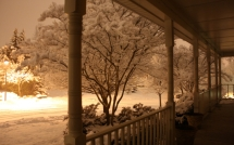 560844-1920x1200-Porch-St-light-Snow-by-Felicia-Munford-Leesburg-VA-02.02.10-nbcw-dn